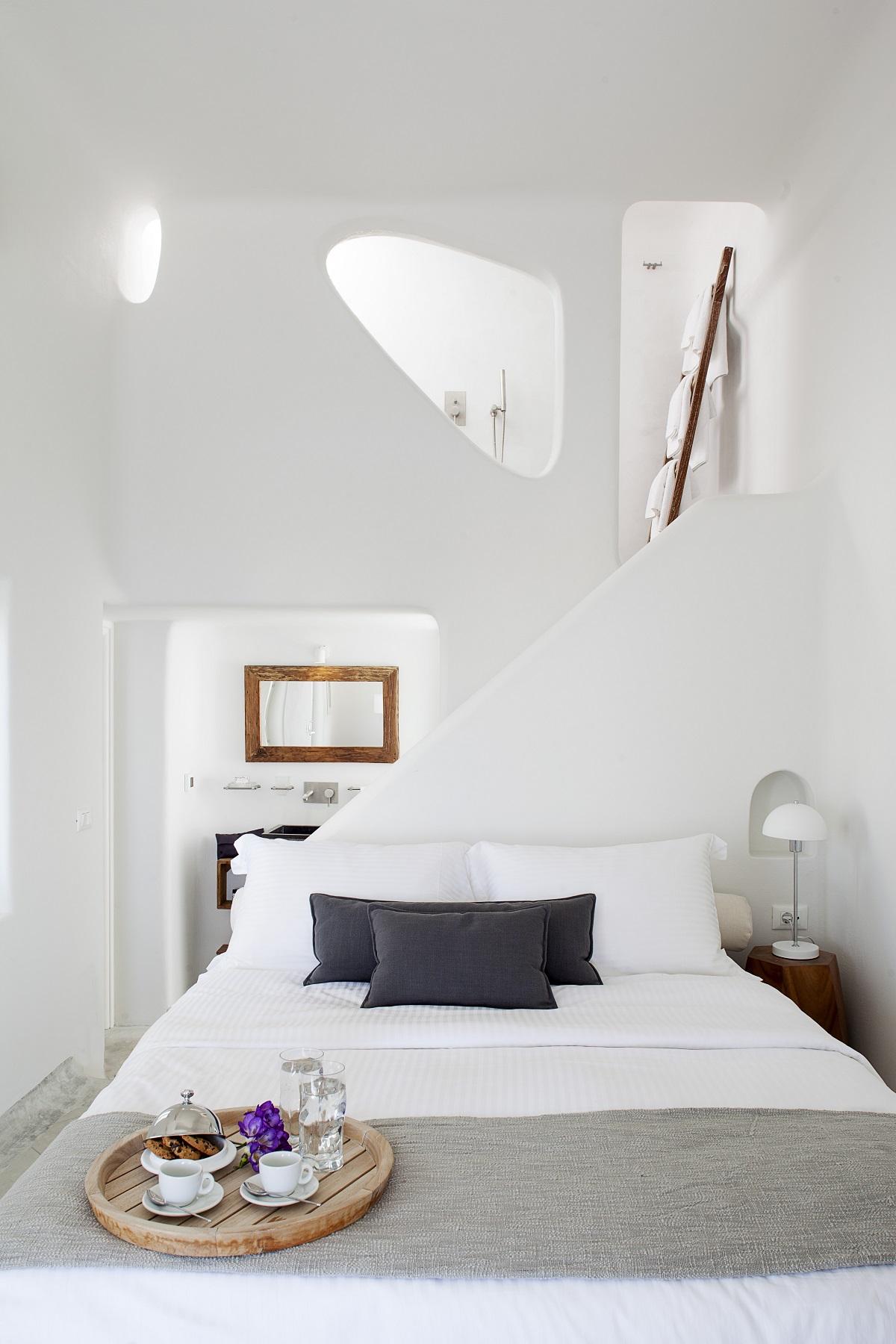 Белая спальня в греческих традициях
