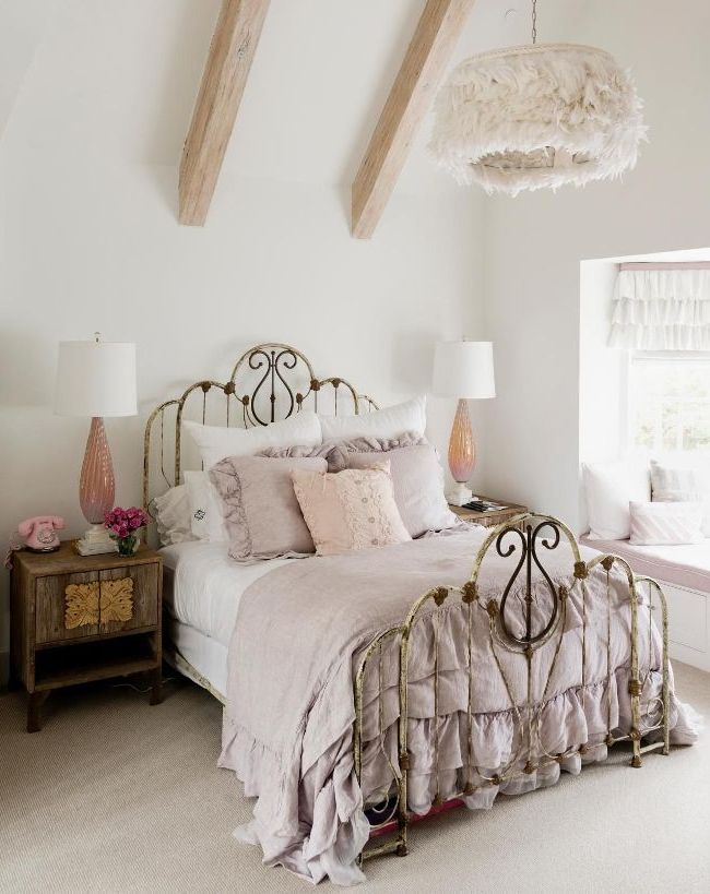 Шикарная кованая кровать - настоящее украшение спальни