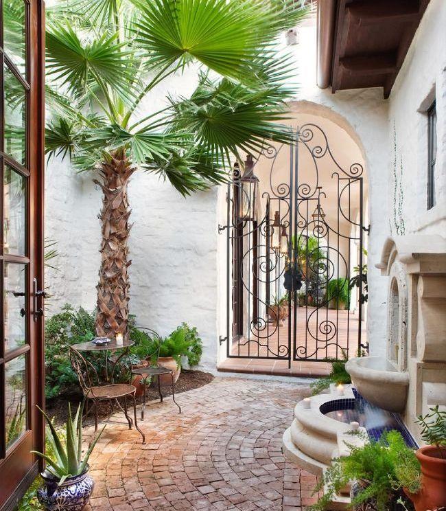 Кованая калитка - изысканное украшение двора