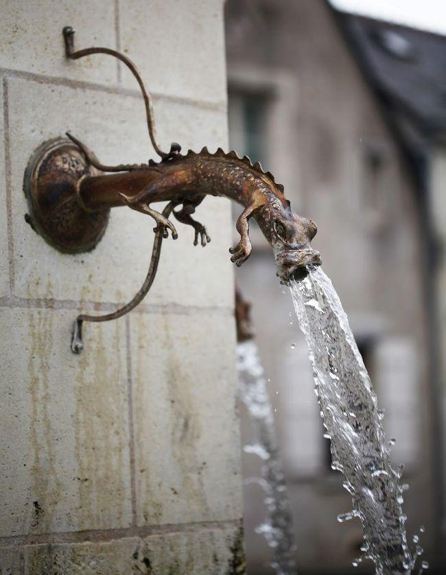 Кованый кран для воды в виде дракона
