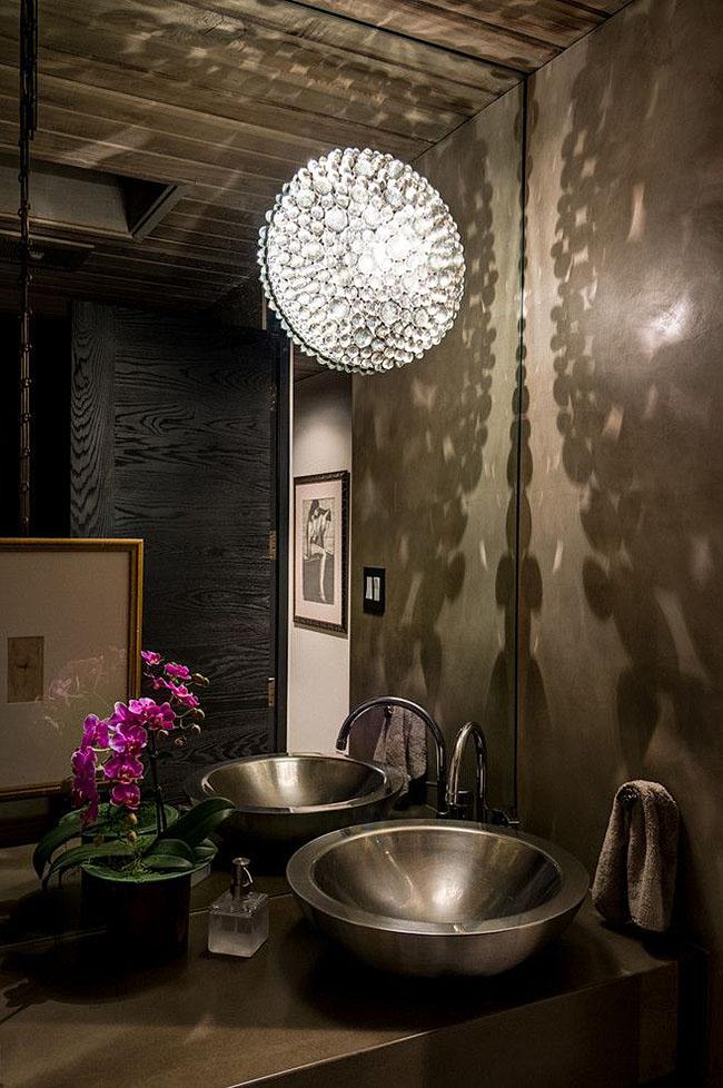 Итальянские плафоны безопасно использовать в ванной комнате, так как источник света полностью закрыт