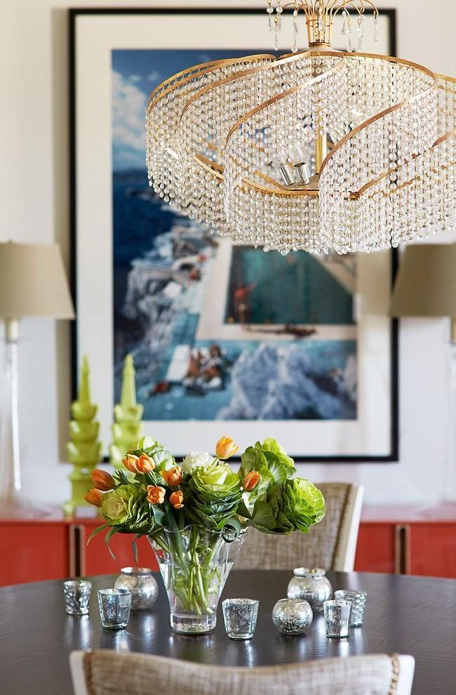 Отличным украшением комнаты дома станет итальянская люстра в классическом стиле