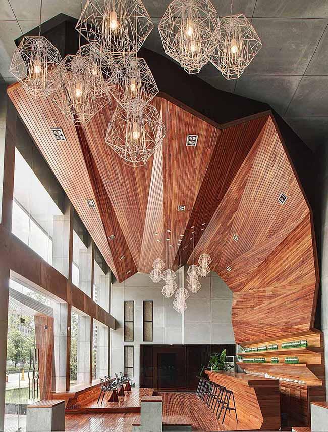 Замысловатые геометрические формы итальянских светильников привлекают к себе массу внимания