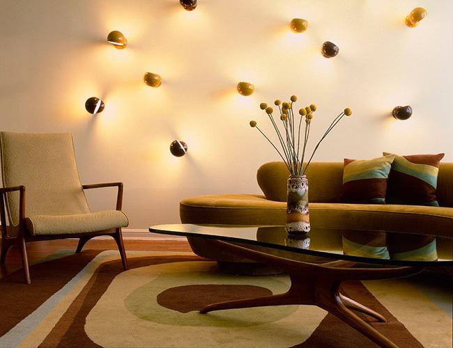 Настенные светильники могут оригинальным способом освещать помещение