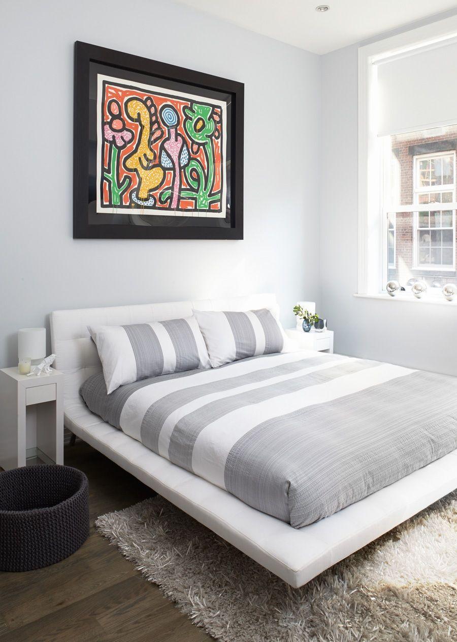 Современная кожаная кровать в белом цвете
