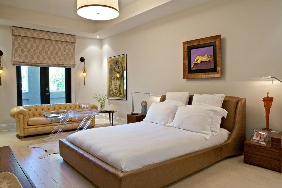 Кожаная кровать в классическом стиле