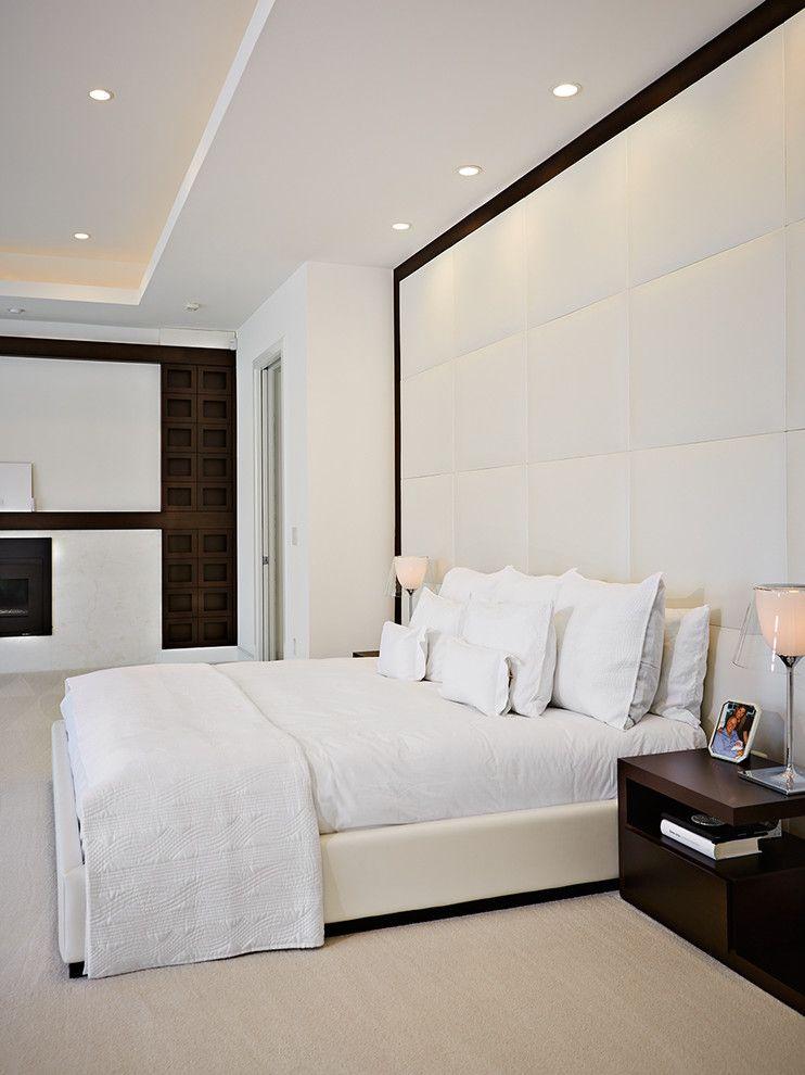 Кровать и изголовье оформлены из кожи в едином стиле