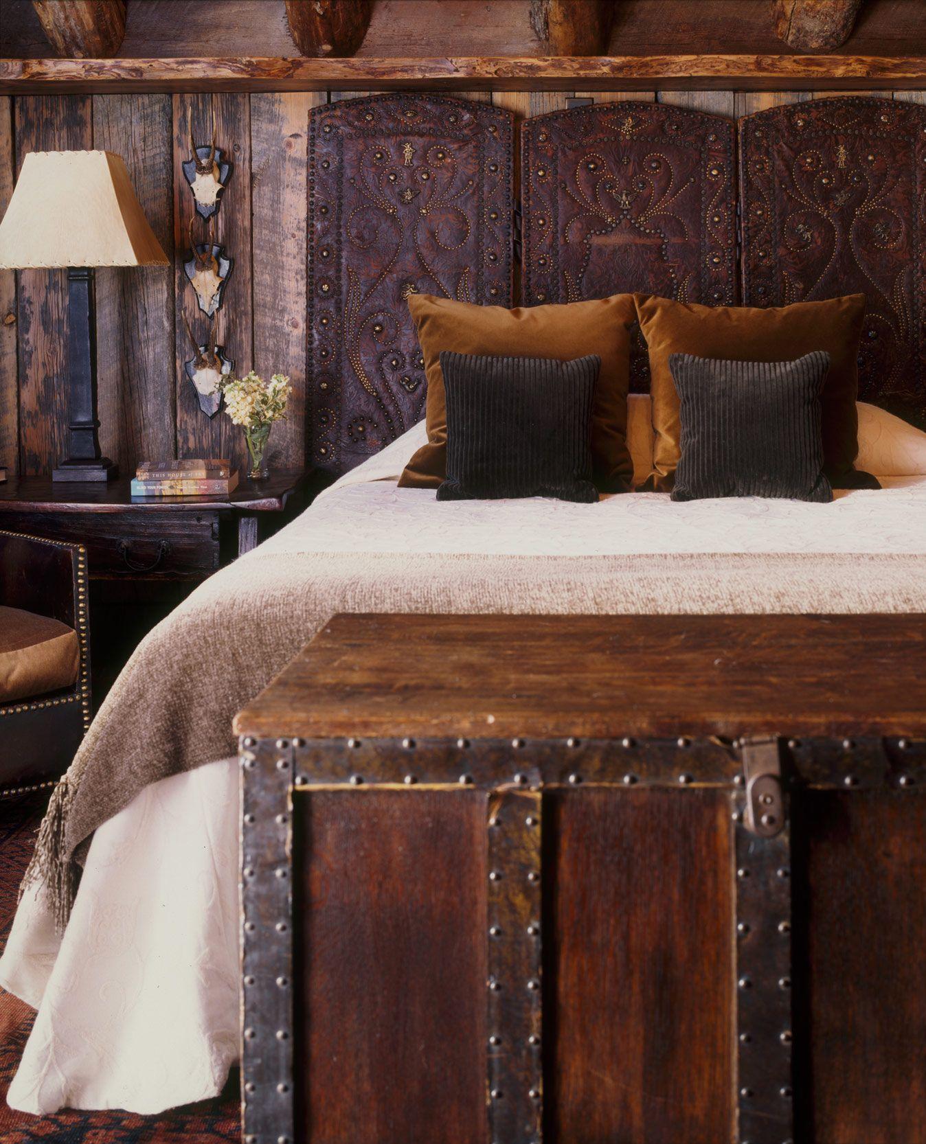 Изысканное кожаное изголовье кровати в винтажном стиле