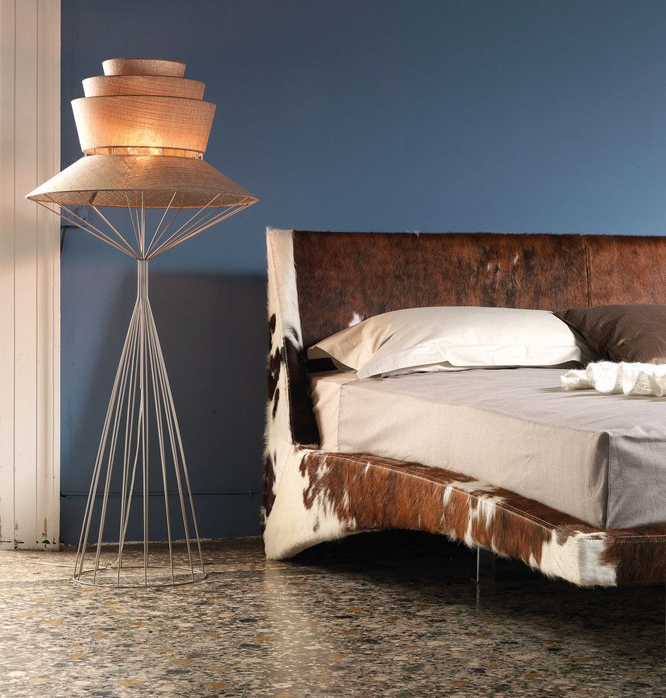 Оригинальная кровать из шкуры