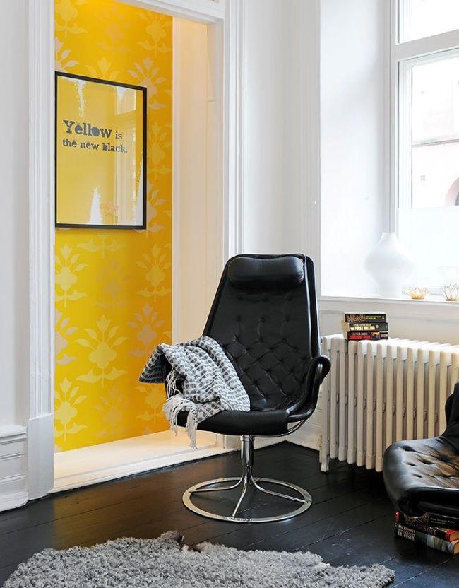Кожаное кресло на оригинальном круглом основании