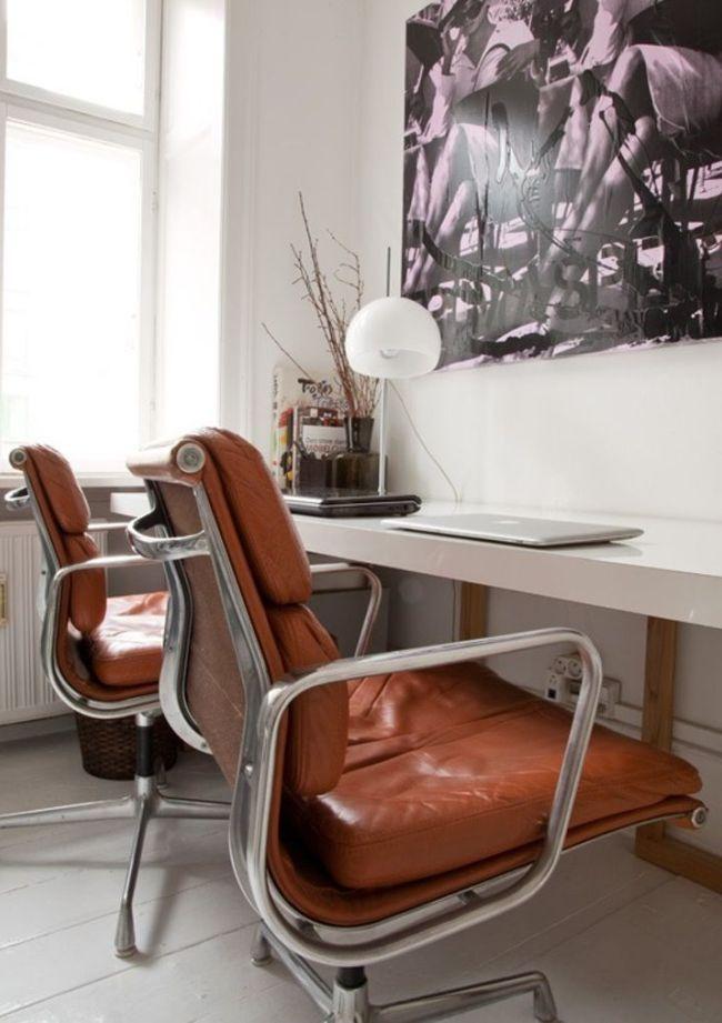 Комфортабельные компьютерные кресла из коричневой кожи