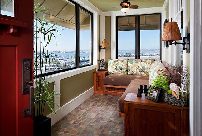 Даже очень маленький балкон можно обустроить мягкой мебелью и создать удивительной красоты место для отдыха