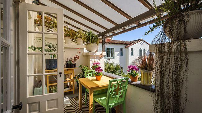 При правильном обустройстве, расположении вещей и мебели балкон будет достаточно уютным и выполняющим свои функции