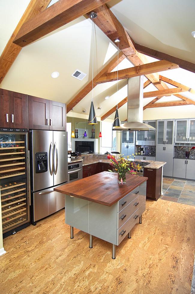 Пробковое покрытие является оригинальным и в тоже время практичным материалом для отделки кухни