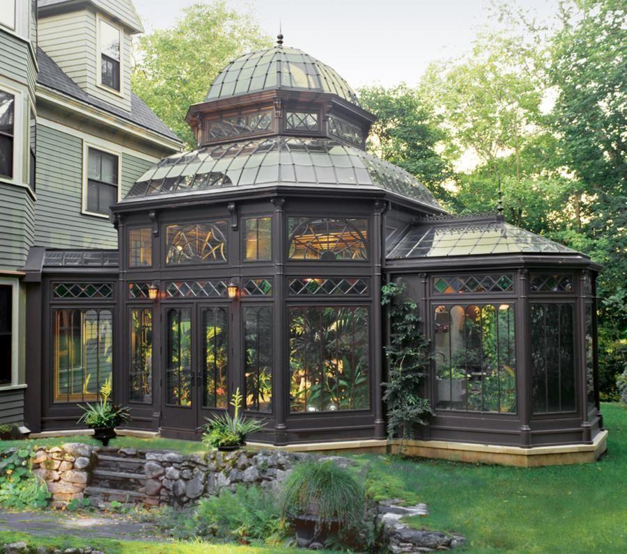 Экстерьер зимнего сада, выполненный в викторианском стиле