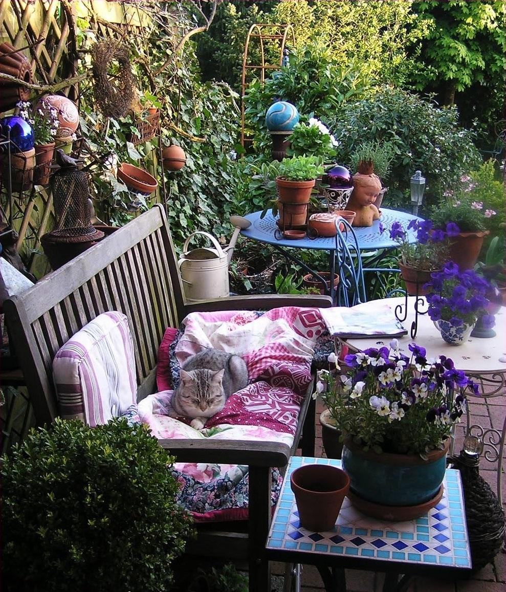 Огородная деревянная скамейка