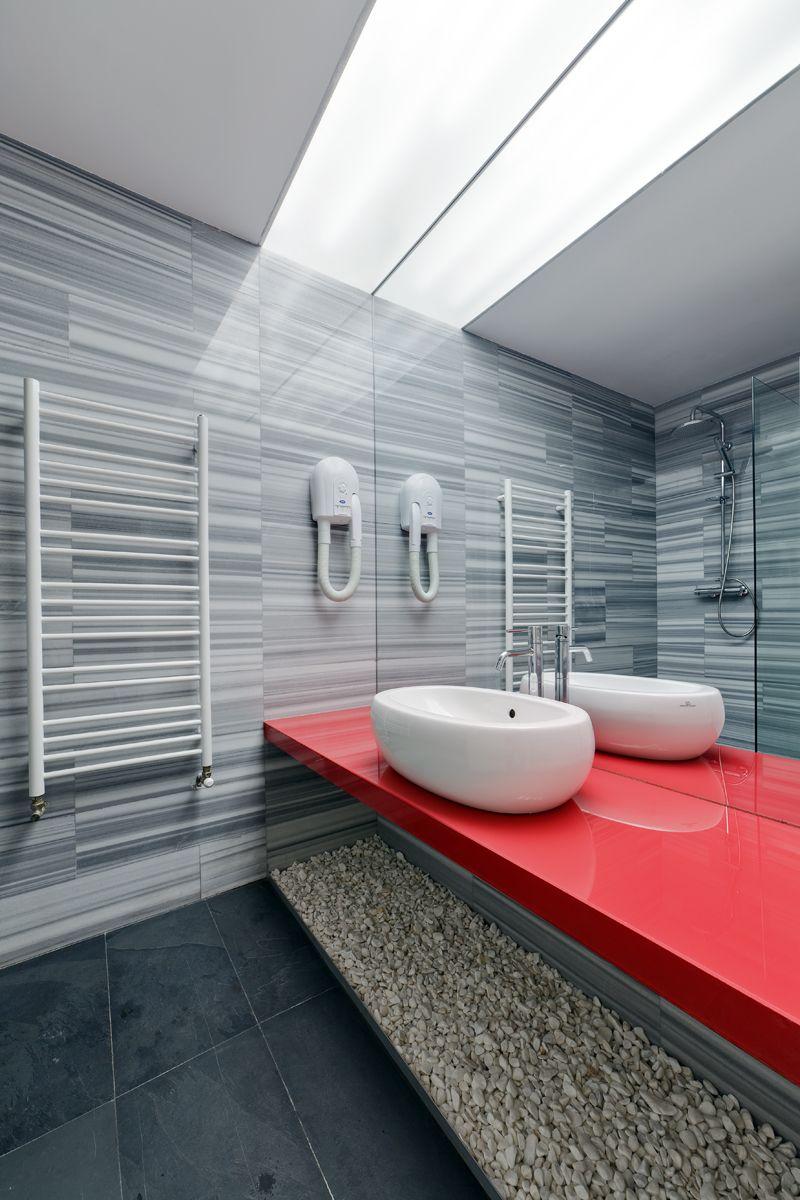 Красная столешница для ванной