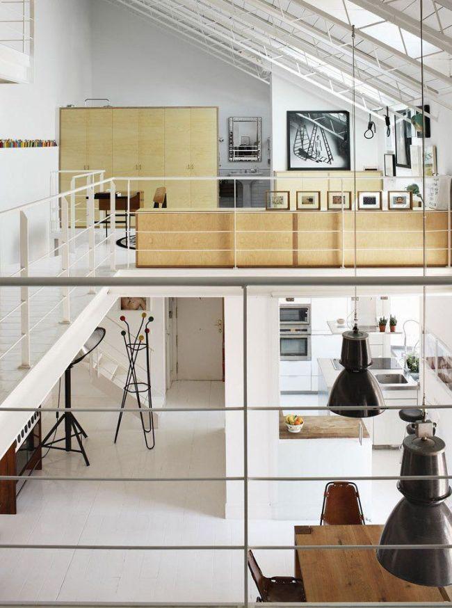 Оба этажа таунхауса выполнены в едином лаконичном стиле