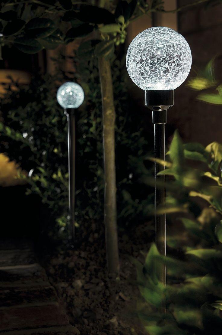 Окрашенные шары на светильниках-торшерах