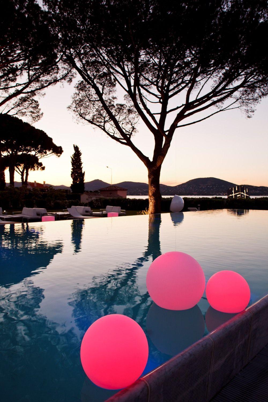 Розовые плавающие шары