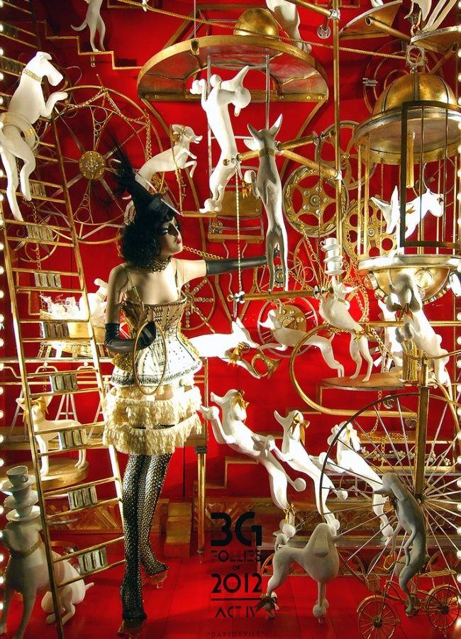 Сказочный сюжет на витрине магазина одежды