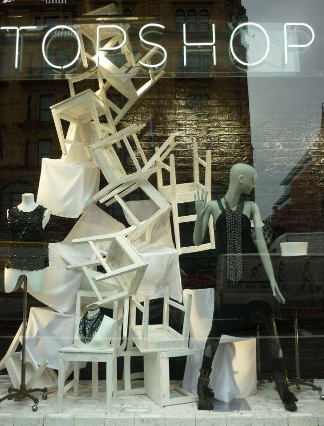 Креативный подход в оформлении витрины