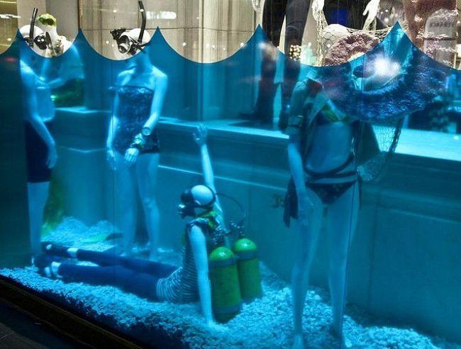 История с аквалангистами - веселое оформление витрины
