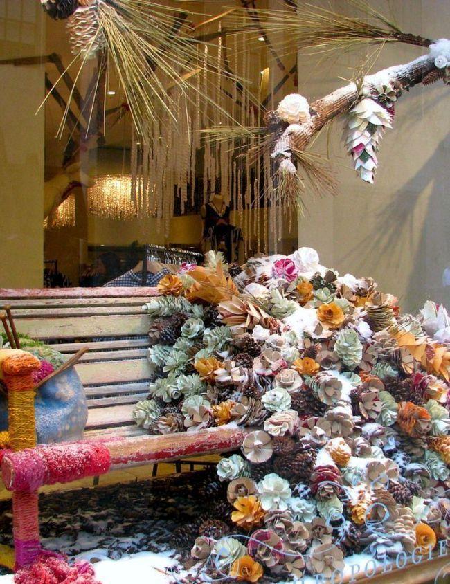 Зимняя композиция на витрине магазина цветов
