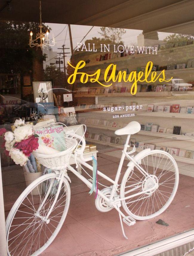 Нежное и элегантное оформление магазина поздравительных открыток