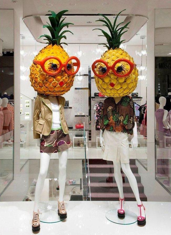 Манекены с ананасами вместо голов - яркая фишка для привлечения клиентов
