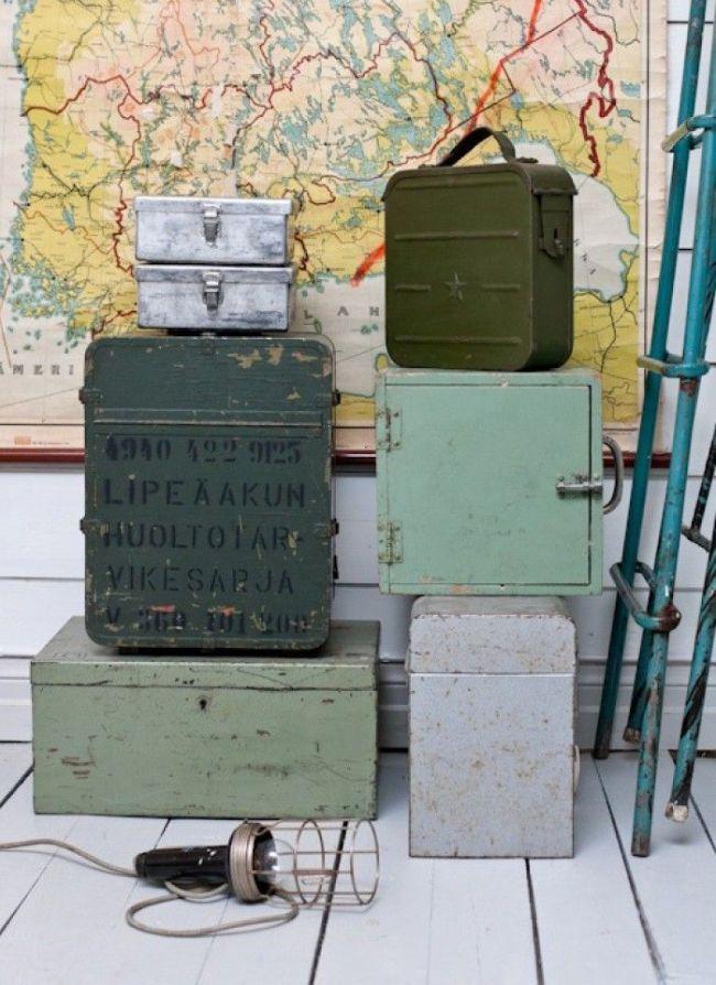 В металлических ящиках можно хранить рабочие инструменты