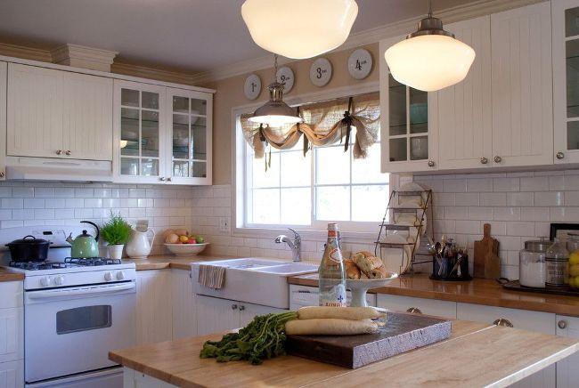 Завязки с бантами - не только функциональная деталь, а и симпатичное украшение кухни