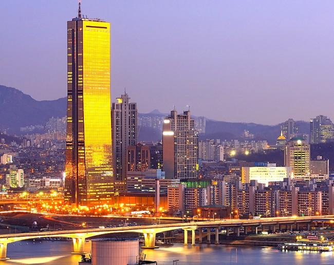 Небоскреб Юксам Билдинг (249 м) в Сеуле