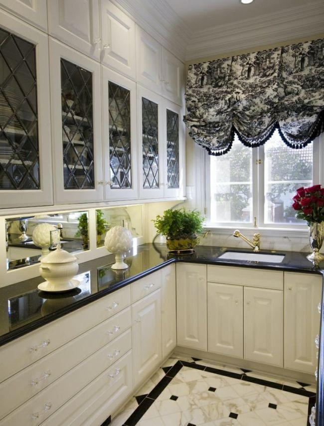 Элегантная австрийская штора на кухне