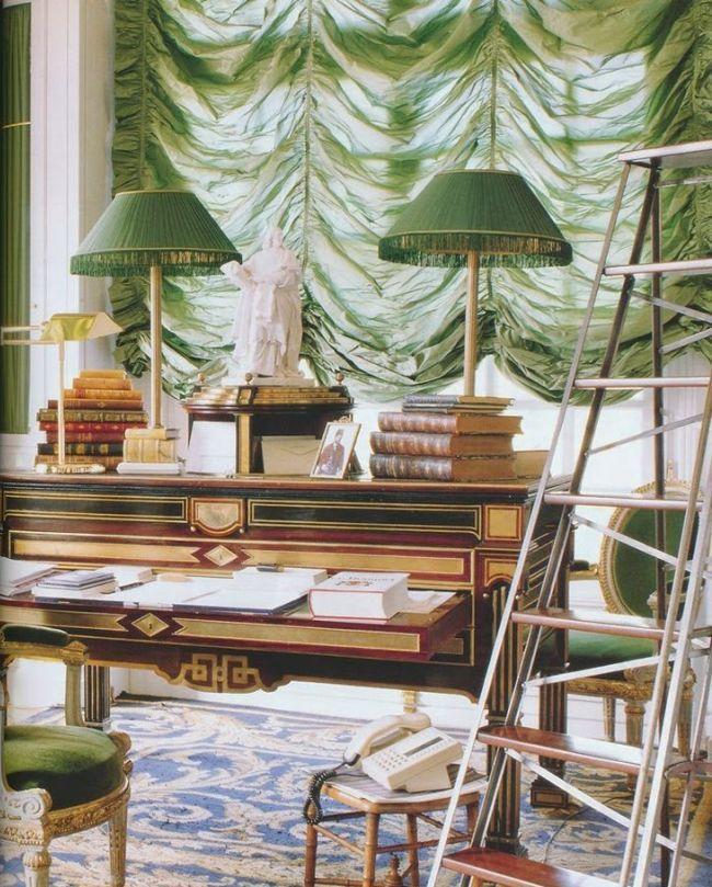 Полупрозрачная австрийская штора в кабинете