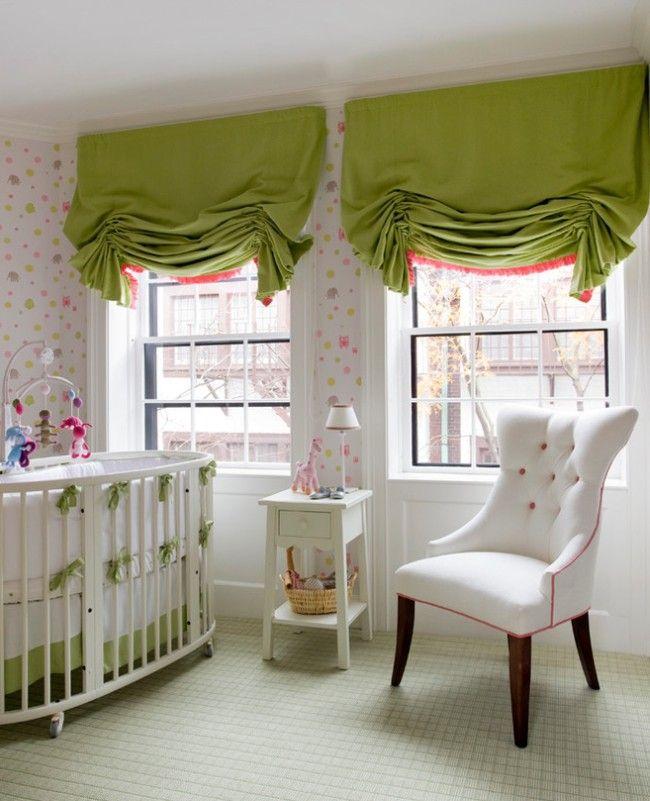 Пышные зеленые австрийские шторы в детской комнате