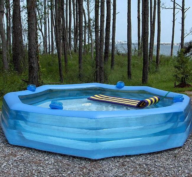 Надувные бассейны бывают разных объемов, но гораздо чаще покупаются бассейны с небольшой площадью