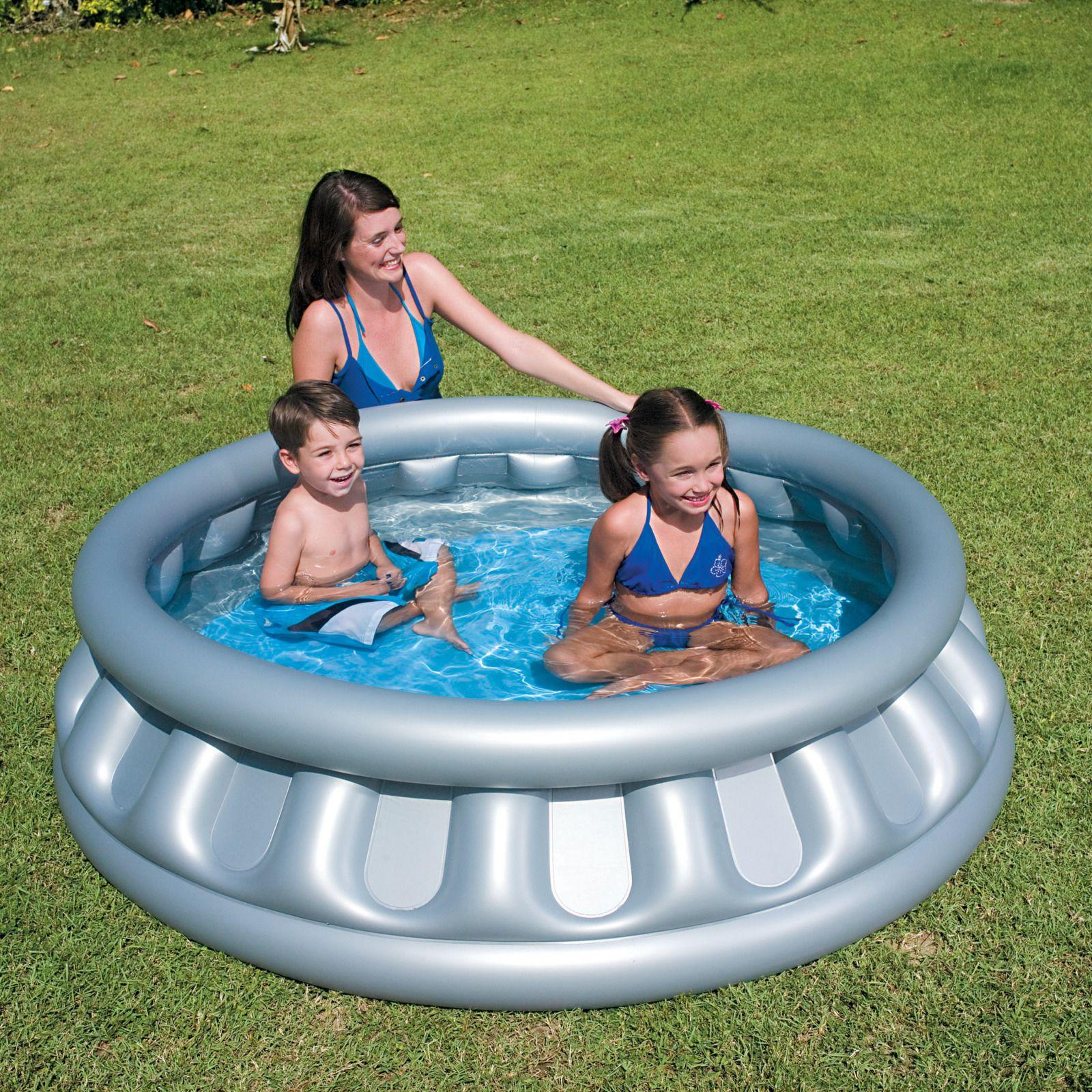 Простой неглубокий надувной детский бассейн