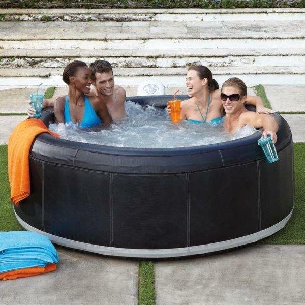 Небольшой надувной бассейн