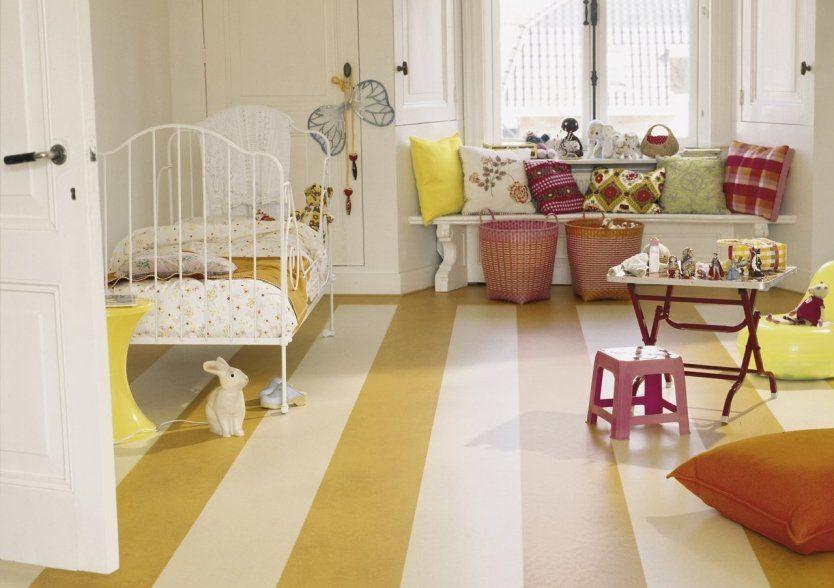 Линолеум в бело-желтую полоску в детской комнате