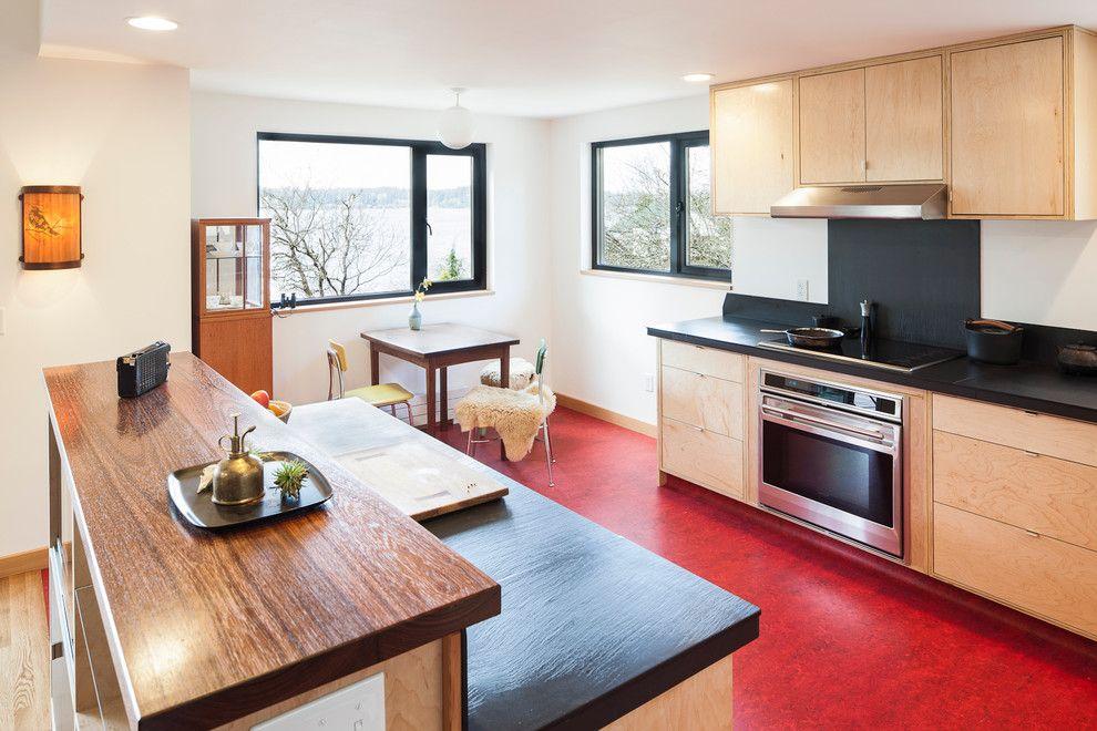 Темно-красный линолеум на кухне