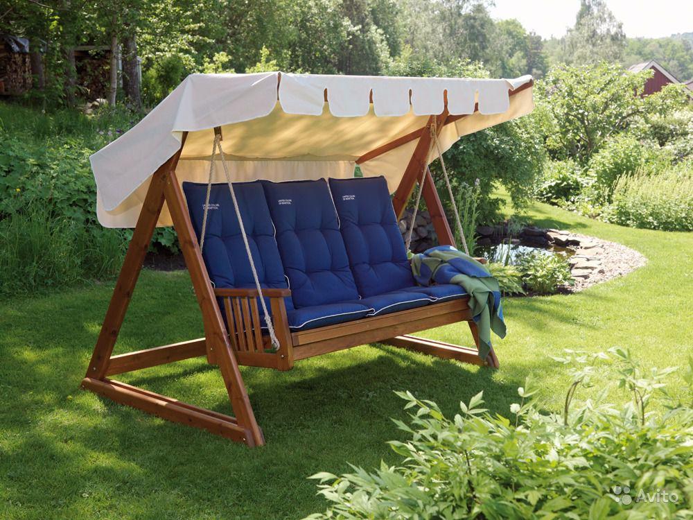 Шезлонг с мягкими сидениями - вариант безопасной качели для маленького ребенка