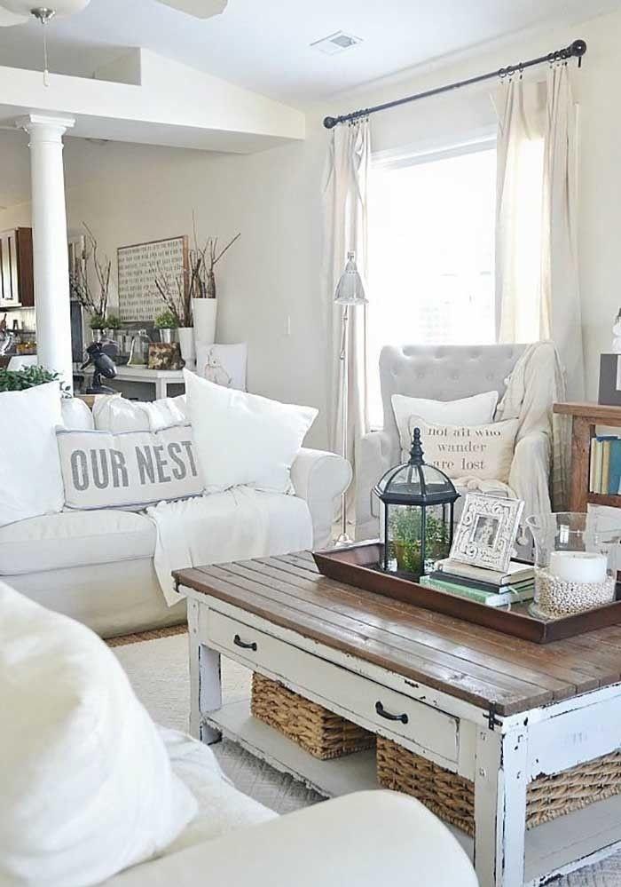 Аутентичный кофейный столик в гостиной