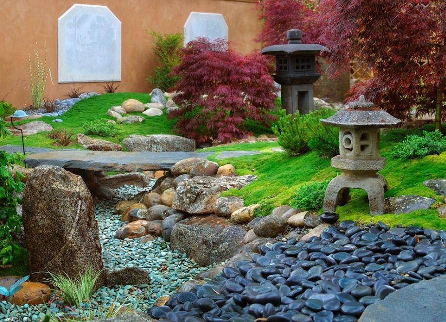 """""""Сухой ручей"""" в японском саду"""