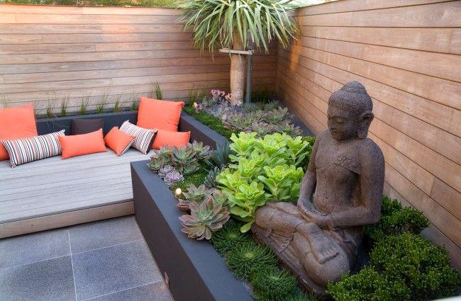 Статуя Будды - стильное и символичное украшение участка