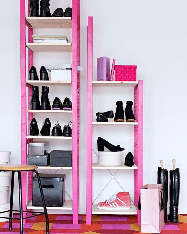 Ярко-розовая пластиковая обувница - легкая и универсальная