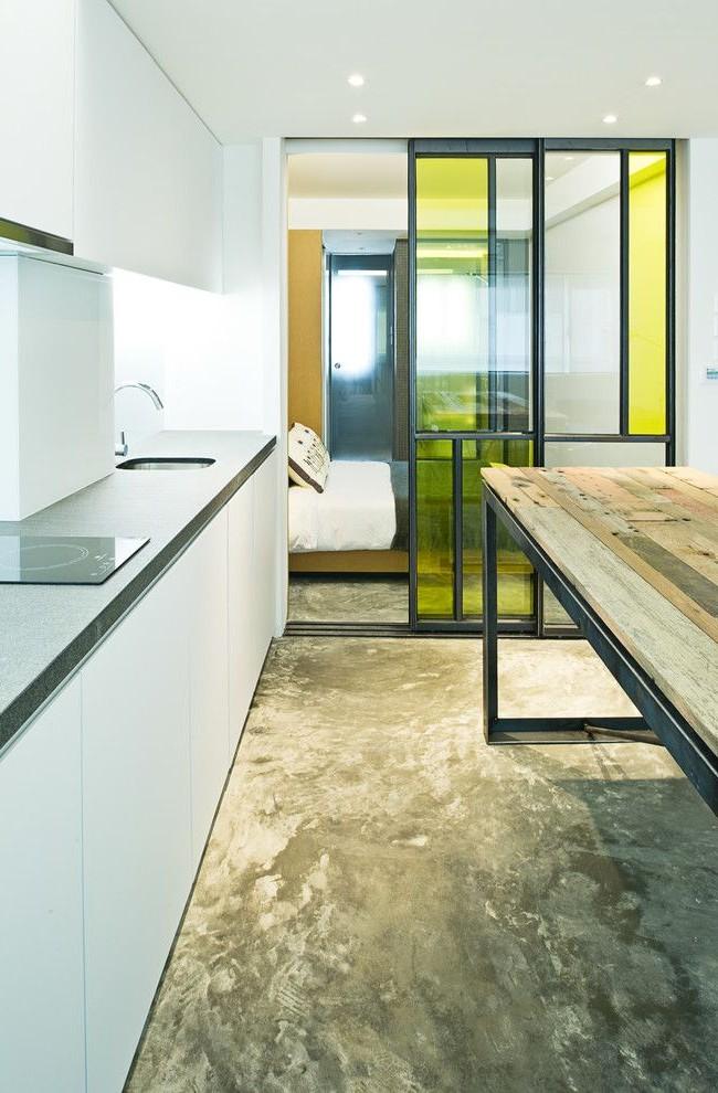 Рельсы на полу в небольшом помещении могут создавать некоторый дискомфорт