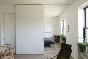 Фото 8 Раздвижные перегородки для зонирования пространства в комнате — 47 фото идей