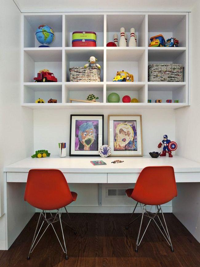 Двойной стол - прекрасное решение для двоих творческих людей
