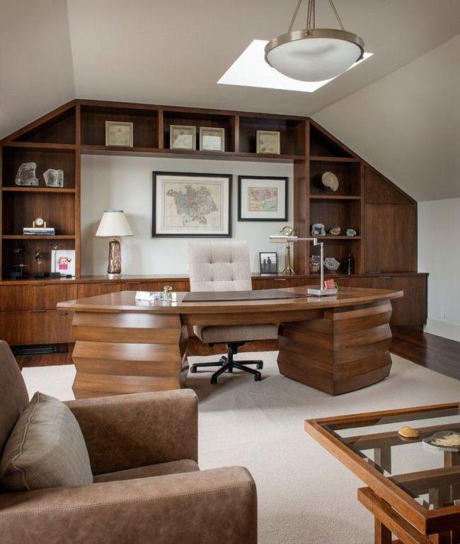 Стол из натурального дерева - дорого и солидно